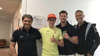 Olympiasieger und Weltmeister Erik Frenzel mit dem Team der DGSZM