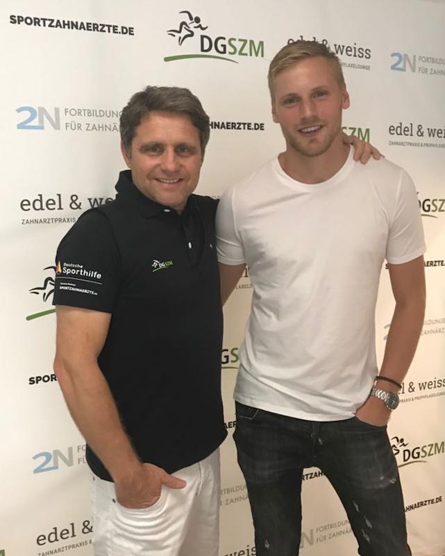 Club Kapitän Hanno Behrens zu Besuch in der Geschäftsstelle der DGSZM